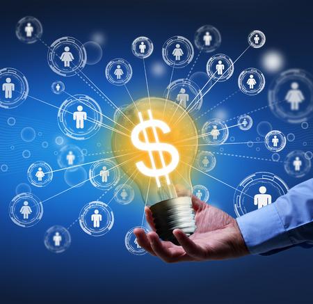 Het indienen van een nieuw idee - crowdfunding of communautaire financiering begrip Stockfoto