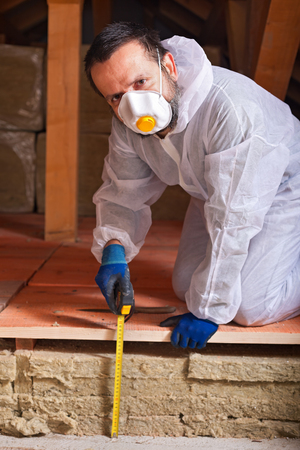 労働者の家のエネルギー効率の推定熱絶縁層の厚さ測定