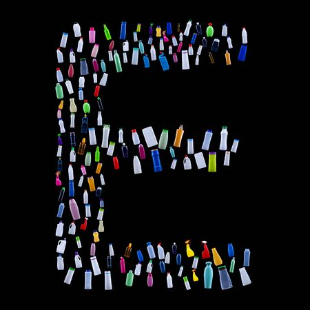 Letter E made of plastic waste bottles - pollution and ecology themed alphabet 免版税图像 - 133813937