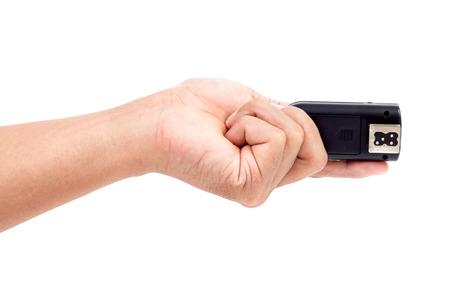 desencadenar: Disparador de flash inal�mbrico en la mano, aislado sobre fondo blanco