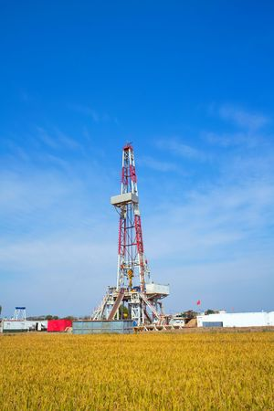 drilling rig: Land drilling rig