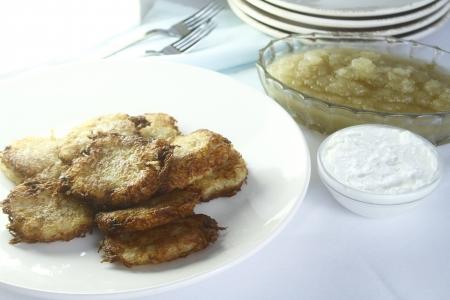 chanuka: Jewish potato pancakes with sour cream and apple sauce
