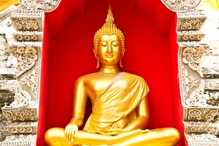 Gloden bouddha Chaingmai Tha�lande photo