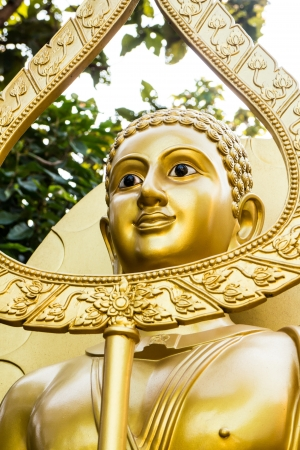 gold buddha statue photo