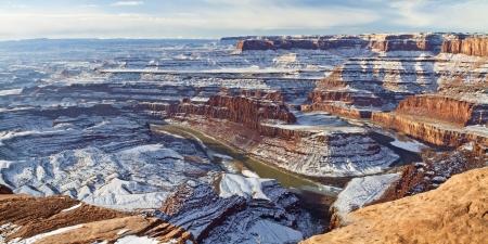 デッドホース ポイント州立公園ユタ州見落とすからコロラド川のグースネック曲がりの冬のビュー。 写真素材