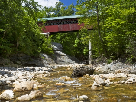 Historische Chiselville Bridge (c. 1870) über die Roaring Niederlassung Brook in Arlington, Vermont