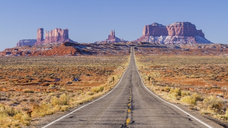 Utah State Highway 163 on the way into Monument Valley Tribal Park, on the Utah-Arizona border