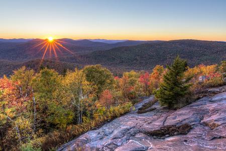 Colorful Autumn Sunset over Seneca Mountain from an overlook on Hadley Mountain in the Adirondack Mountains of New York Standard-Bild