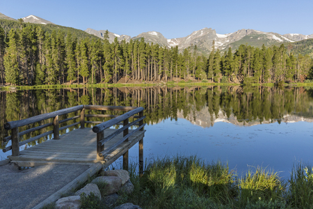 A fishing pier on Sprague Lake in Rocky Mountain National Park, Colorado Imagens