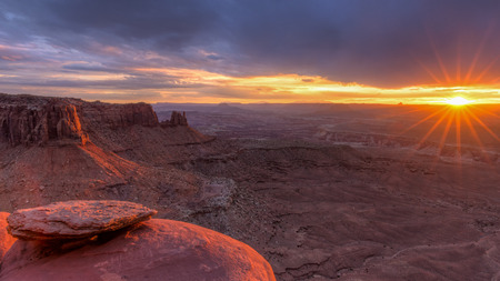 The setting sun lights up Junction Butte and the Island in the Sky in Canyonlands National Park, Utah. Stock fotó