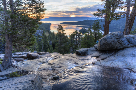 Colorful sunrise on Emerald Bay from the top of Eagle Falls off Lake Tahoe in California. 版權商用圖片