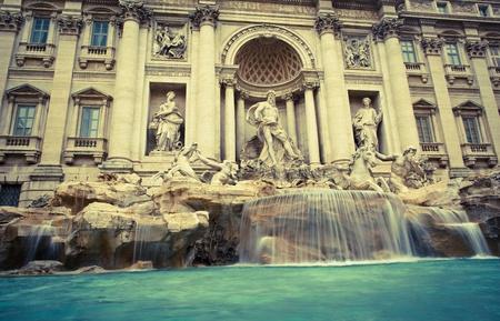 rome italie: Fontana di Trevi - la fontaine de Tr�vi c�l�bre � Rome, Italie. Banque d'images