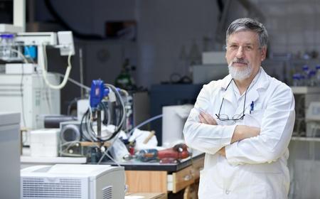 investigador cientifico: Seguros de reconocido cient�fico  m�dico en un centro de investigaci�n  hospital de laboratorio Editorial