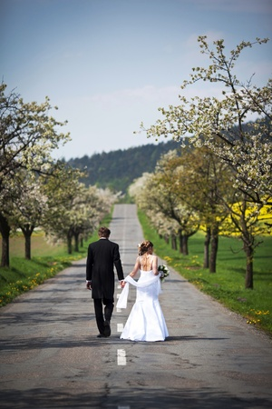 young wedding couple - freshly wed groom and bride posing outdoors on their wedding day Stock Photo - 9915727