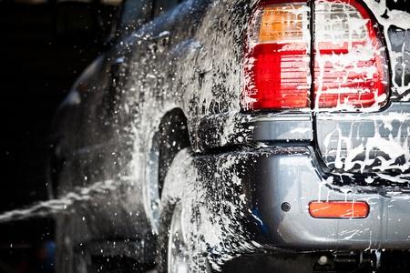 autolavado: coche en un carwash