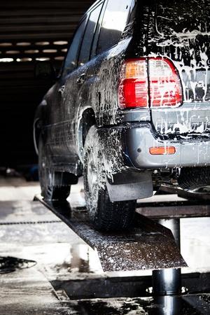 carwash: coche en un lavadero de autos Foto de archivo