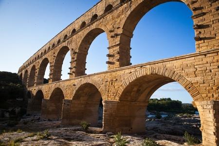 arcos de piedra: Pont du Gard, Languedoc-Roussillon, Francia