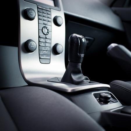 gear  speed: Interno di una vettura moderna (cruscotto con la leva del cambio) Archivio Fotografico