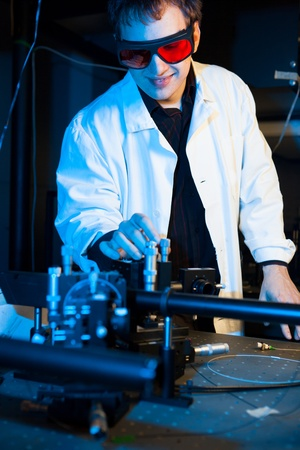quantum: wetenschapper het doen van onderzoek in een kwantumoptica lab