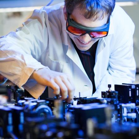 quantum: wetenschapper onderzoek doen in een quantum optica lab ondiepe DOF, kleur getinte afbeelding Stockfoto