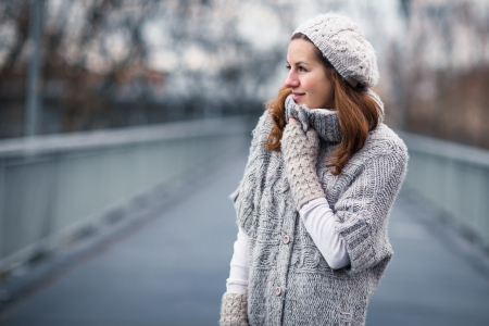 Autumn/winter portrait: young woman dressed in a warm woolen cardigan posing outside in a city park Stock Photo - 17038487