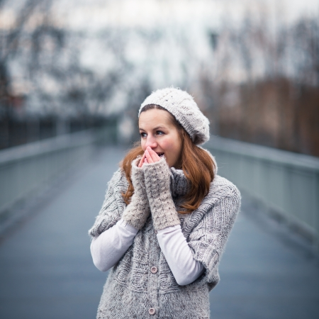Autumn/winter portrait: young woman dressed in a warm woolen cardigan posing outside in a city park Stock Photo - 17038485