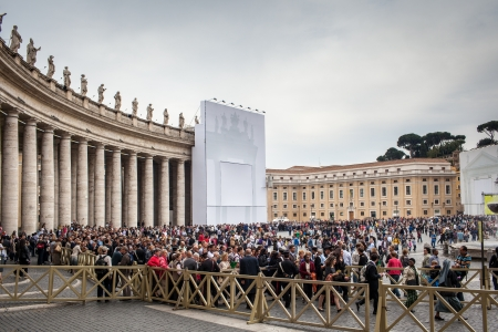 converge: VATICAN CITY, VATICAN - Touristspilgrims on the Saint Peters Square, Vatican City, one of the most popular pilgrimage site worlwide. Thousands converge on St Peters square on Easter.