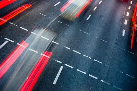 Bewegung verwischt Stadt Straßenverkehr (Farbe getönt Bild)