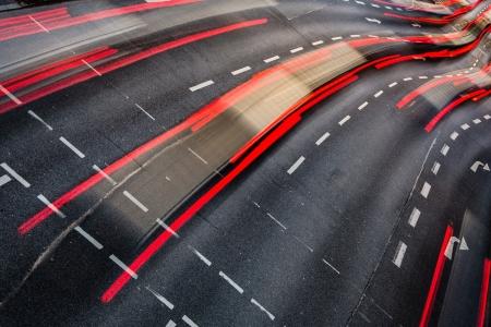 fast lane: Movimiento borrosa tr�fico de la ciudad por carretera (imagen a color entonado)