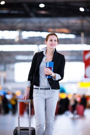 H?bsche junge Frauen Fluggast am Flughafen