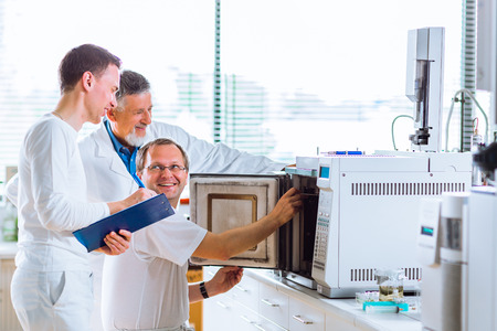chromatograph: Team of researchers carrying out experiments in a lab