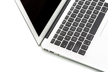 teclado de computadora: Ordenador portátil moderno en blanco