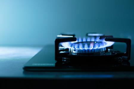 Vlammen van gasfornuis (ondiepe DOF)