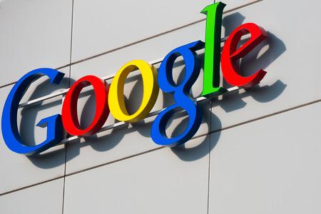 취리히, 스위스 - 2014 년 3 월 14 일 : Google Corporation 건물 기호. 에디토리얼