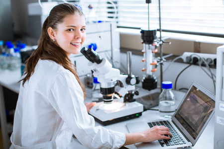 Portrait of a female chemistry student carrying out research in a chemistry lab (color toned image; shallow DOF) Standard-Bild