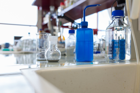 laboratorio clinico: Laboratorio de qu�mica Foto de archivo