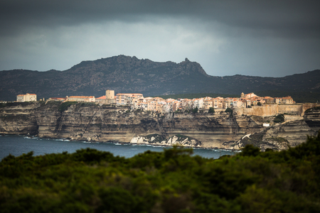 Vieille ville de Bonifacio, la falaise calcaire, côte sud de l'île de Corse, France Banque d'images