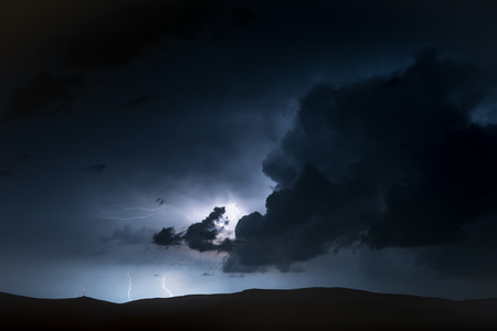 High Mountains Electric Storm Scenery. Stormy and Dangerous Mountain Trail Standard-Bild