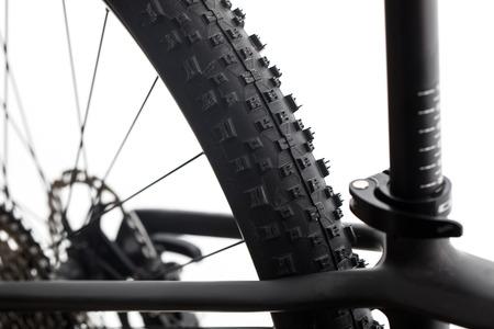 현대 MTB 경주 산악 자전거 스튜디오에서 흰색 배경에 고립