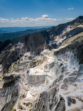 Pueblo de Colonnata y montañas de Carrara. Massa-Carrara Toscana Italia