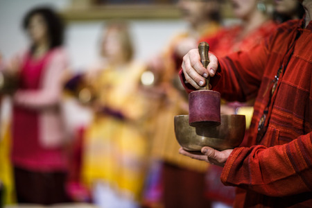 Man playing on a tibetian singing bowl (shallow DOF; color toned image) Stockfoto