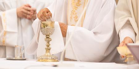 Priest during a wedding ceremony/nuptial mass (shallow DOF; color toned image) Stok Fotoğraf - 120122051