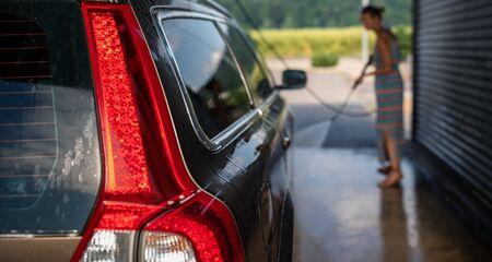 Car in a car wash 版權商用圖片 - 126195916