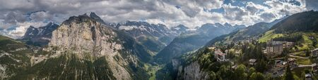 Panorama of Lauterbrunnen valley in the Bernese Alps, Switzerland.- view of Gimmelwald 免版税图像