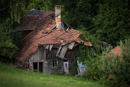 Splendid villa with lots of potential (a realtor would say) - House falling apart amid greenery