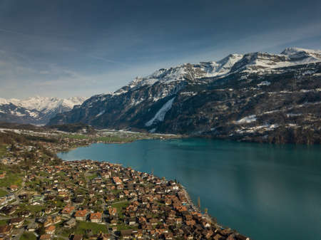 The crystal clear blue water of Lake Brienz in the Swiss Alps - Switzerland from above Archivio Fotografico