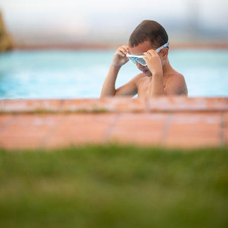 Cute little boy in a swimming pool Standard-Bild