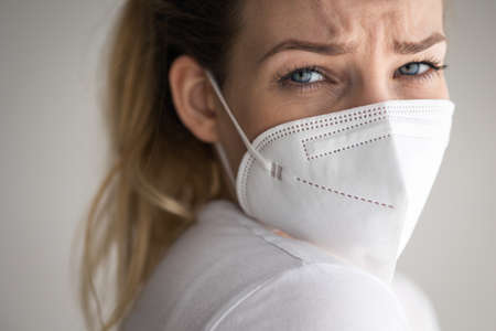 Young woman wearing a face mask during coronavirus and flu outbreak. Archivio Fotografico
