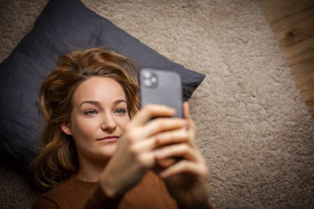 Happy business woman chatting on phone Archivio Fotografico