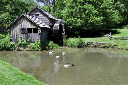 molino de agua: Hist�rico Mabry Mill es un molino de agua de trabajo hermoso situado en Virginia, el condado de Floyd, en la Blue Ridge Parkway.